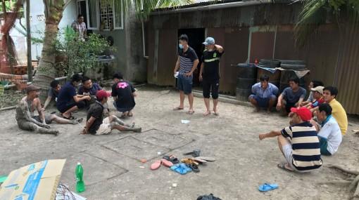 Công an TP. Long Xuyên bắt tụ điểm đá gà, lắc bầu cua tại xã Mỹ Khánh