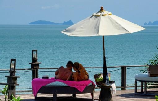 Du khách nước ngoài quan tâm đến đảo nghỉ dưỡng Phuket của Thái Lan