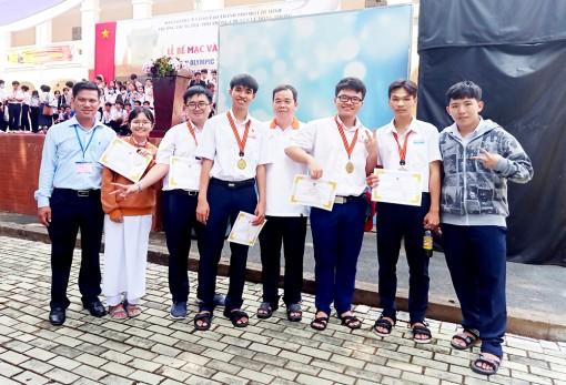 Trường THPT chuyên Thoại Ngọc Hầu đạt kết quả cao tại Cuộc thi Olympic truyền thống 30-4