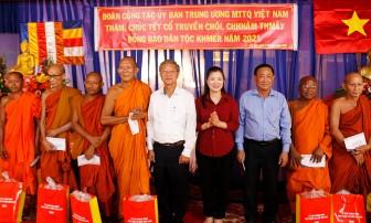 Ủy ban Trung ương MTTQVN thăm, chúc Tết Chol Chnam Thmay tại huyện Tri Tôn