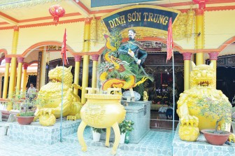 Thăm dinh Sơn Trung