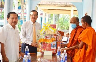 Phó Bí thư Thường trực Tỉnh ủy An Giang Lê Văn Nưng chúc Tết cổ truyền Chol Chnam Thmay tại huyện Tri Tôn