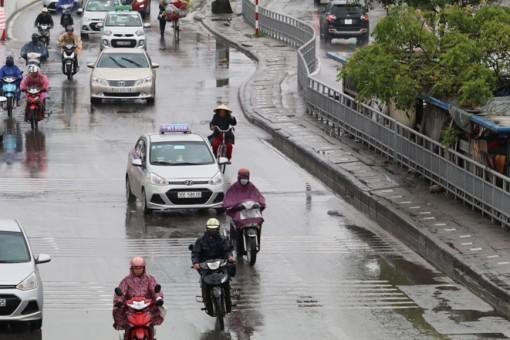 Bắc Bộ, Trung Bộ có mưa rào và dông, trời lạnh