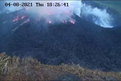 Núi lửa La Soufriere tại Saint Vincent 'thức giấc'