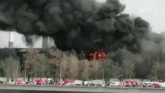 Cháy lớn lan ra hơn 4.000m<sup>2</sup> nhà máy lịch sử ở St. Petersburg