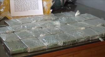 Bắt giữ đối tượng mua bán trái phép 30 bánh heroin