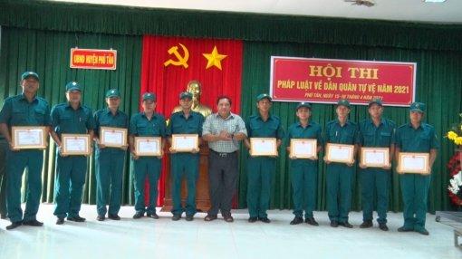 Phú Tân bế mạc Hội thi pháp luật về Dân quân tự vệ năm 2021