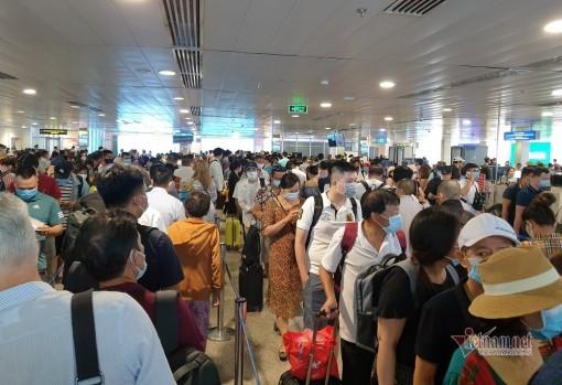 Sân bay Tân Sơn Nhất lên phương án giảm ùn tắc dịp 30-4
