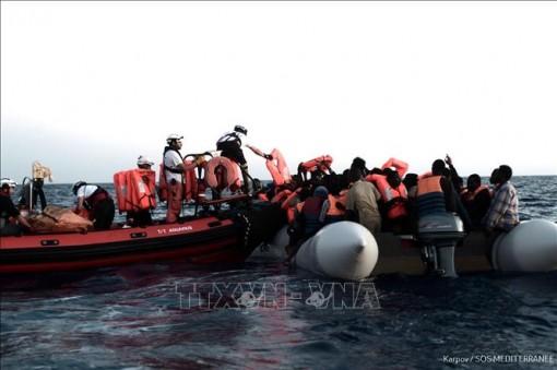 Hải quân Hoàng gia Maroc giải cứu 165 người di cư bất hợp pháp