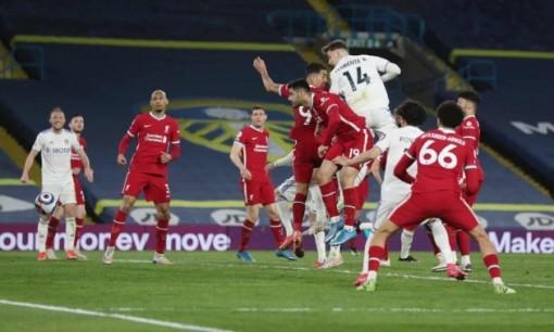 "Mane phá ""lời nguyền"", Liverpool vẫn mất điểm cay đắng trước Leeds"