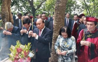 Chủ tịch nước thành kính dâng hương tại Lễ Giỗ Tổ Hùng Vương