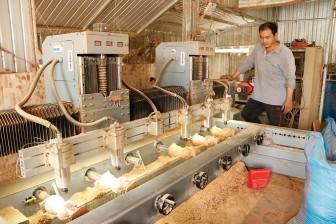 Hỗ trợ máy móc, trang thiết bị cho các cơ sở công nghiệp - tiểu thủ công nghiệp