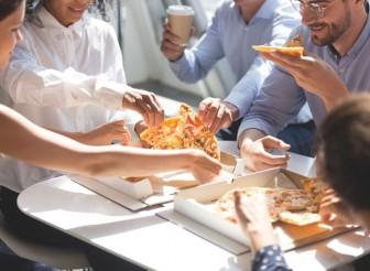 Ăn quá nhanh khiến bạn dễ tăng cân đấy!