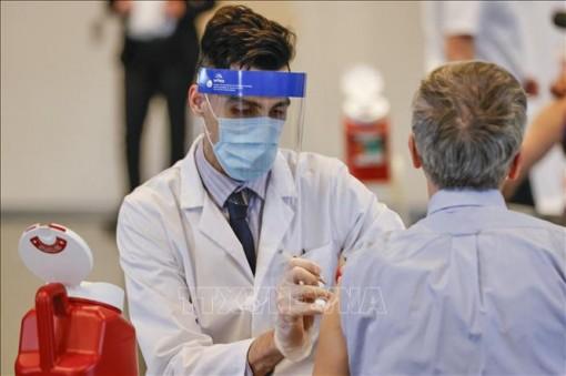 Mỹ đạt mục tiêu tiêm 200 triệu liều vaccine ngừa COVID-19