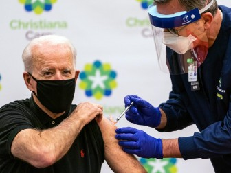 Mỹ dần hết người muốn tiêm vaccine COVID-19, có thể không đạt miễn dịch cộng đồng