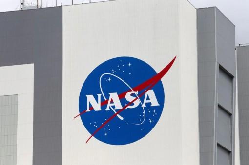 NASA yêu cầu SpaceX tạm dừng dự án tàu đổ bộ mặt trăng