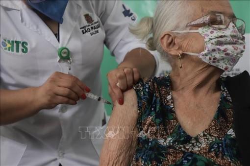 Chương trình tiêm chủng tại Brazil gặp khó khăn do thiếu vaccine ngừa COVID-19