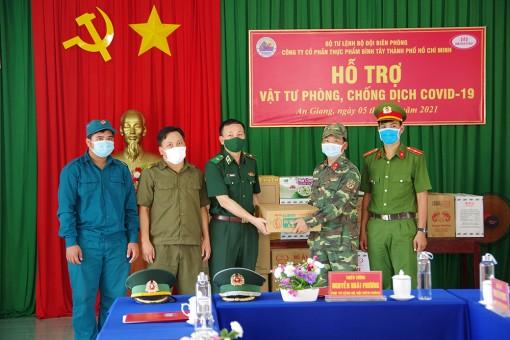 Bộ Tư lệnh Bộ đội Biên phòng thăm, động viên và hỗ trợ vật tư phòng, chống dịch COVID-19 ở TX. Tân Châu