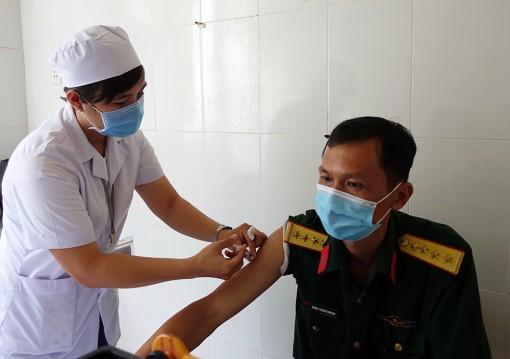 Phú Tân: 470 người được tiêm chủng Vaccine phòng COVID-19 đợt 1