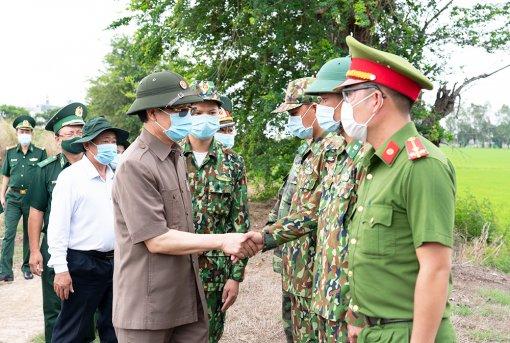 Bí thư Tỉnh ủy An Giang Lê Hồng Quang khảo sát công tác phòng, chống dịch bệnh COVID-19 trên tuyến biên giới