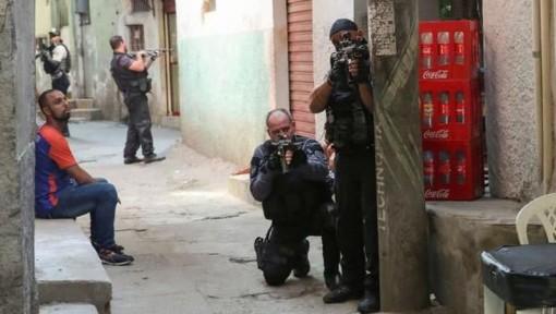Cảnh sát đấu súng với tội phạm ma túy tại Brazil, 25 người tử vong