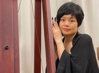 """Triển lãm """"Hương lụa"""": Cuộc đối thoại giữa lụa và nữ họa sỹ 8X"""