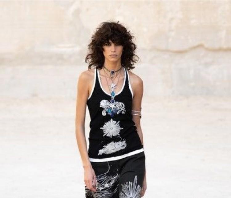 Chanel resort 2022, sự kết hợp giữa nét tinh tế của Pháp và phong cách punk