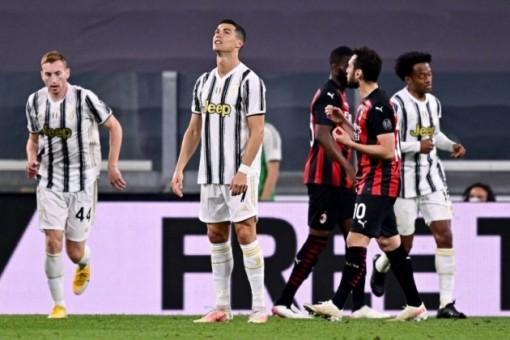 Ronaldo im tiếng, Juventus thua thảm Milan, 'out' luôn top 4
