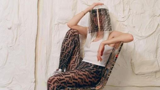Fendi tái thiết kế dấu ấn thương hiệu huyền thoại theo cách cá tính hơn