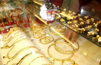 Giá vàng hôm nay 12-5: Áp lực chốt lời, vàng rớt từ đỉnh