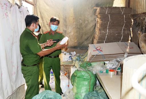 An Giang: Bắt quả tang giám đốc công ty sản xuất thuốc bảo vệ thực vật dỏm