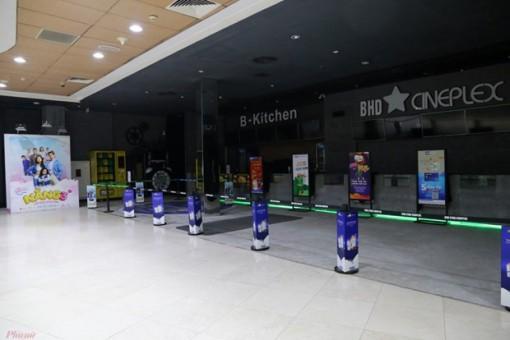 Rạp đóng cửa, phim chờ ngày chiếu trở lại hay bán cho nền tảng online?