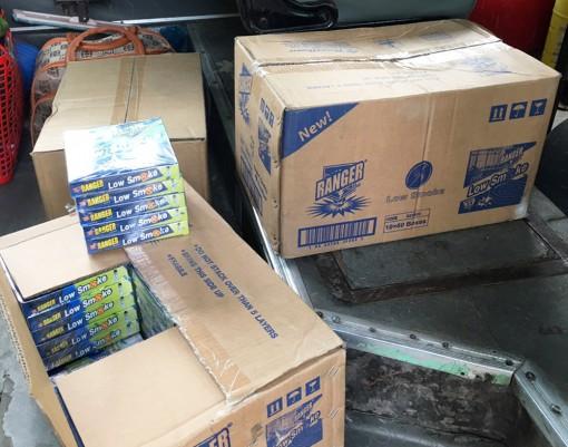 Đội Cảnh sát Giao thông trật tự Công an TP. Châu Đốc phát hiện nhiều xe chở thuốc bảo vệ thực vật không rõ nguồn gốc