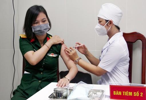 Hơn 100 cán bộ, chiến sĩ thuộc Bộ Chỉ huy Quân sự tỉnh An Giang được tiêm vaccine phòng COVID-19 đợt 2