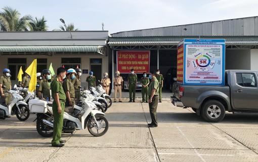 Phú Tân ra quân tiếng loa tuyên truyền phòng, chống COVID-19, đảm bảo an ninh trật tự