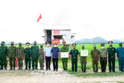 Lãnh đạo Bộ Tư lệnh Bộ đội Biên phòng và Tỉnh ủy An Giang thăm, động viên cán bộ, chiến sĩ tại các chốt biên giới