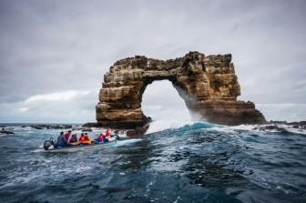 Vòm đá nổi tiếng Darwin's Arch sụp đổ do bị xói mòn