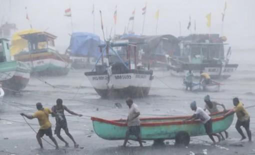 Tiểu bang Ấn Độ đối mặt thảm họa kép COVID-19 và bão mạnh nhất 2 thập niên