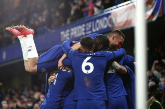 Chelsea thắng Leicester 2-1