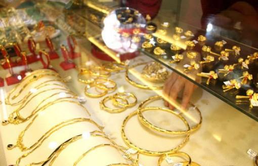 Giá vàng hôm nay 19-5: Mạnh tay xuống tiền, tiếp tục tăng giá