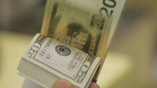 Tỷ giá ngoại tệ ngày 19-5: USD tụt giảm, vàng đi lên