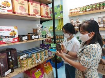 Thêm một cửa hàng bán hàng đặc sản địa phương và sản phẩm OCOP tại TP. Long Xuyên
