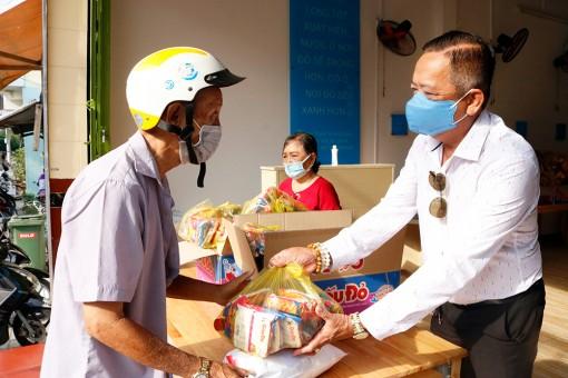 Quỹ Từ thiện Bông Sen trao 400 phần quà cho hộ nghèo