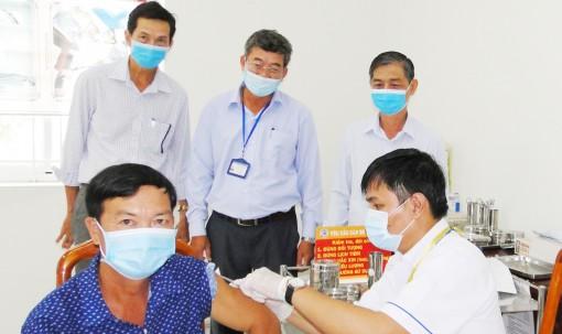Tiền Giang: Trên 13.000 người được tiêm vắc xin phòng Covid-19 đợt 1 năm 2021