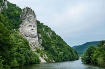 """Ấn tượng với khối đá """"khủng"""" khắc hình gương mặt Nhà vua"""