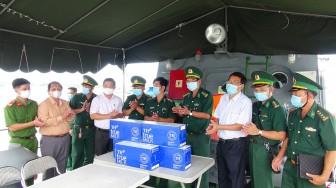 Lãnh đạo Bộ Chỉ huy Bộ đội Biên phòng tỉnh và TX. Tân Châu thăm các đơn vị tham gia công tác phòng, chống xuất, nhập cảnh trái phép trên tuyến sông Tiền