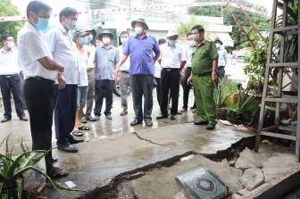 Chủ tịch UBND tỉnh An Giang Nguyễn Thanh Bình khảo sát, chỉ đạo xử lý khắc phục sạt lở Tỉnh lộ 946