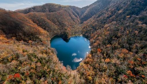 Hồ nước hình trái tim lãng mạn nhất Nhật Bản
