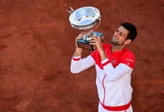 Djokovic đăng quang Roland Garros, áp sát kỷ lục của Nadal và Federer