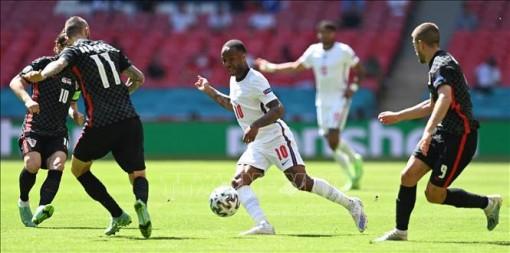 Sterling lập công giúp Anh vượt qua Croatia